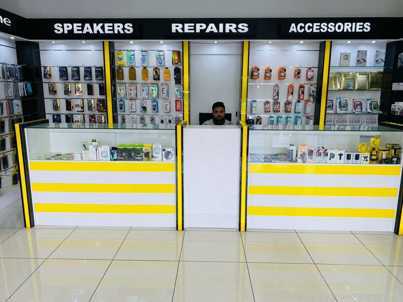 Sunninghill Square Tenant | Mobile Zone store front